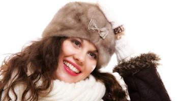 Достаем меховые шапки: как восстановить головные уборы после хранения